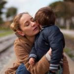 Oración de una madre pidiendo ayuda en la crianza de los hijos